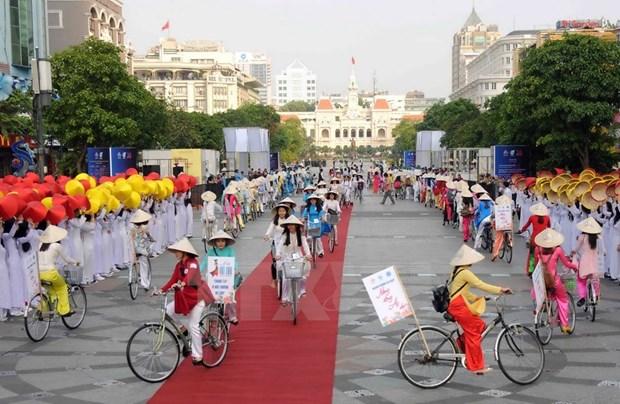 [Galeria] Miles de estudiantes desfilan con Ao Dai en Ciudad Ho Chi Minh hinh anh 6