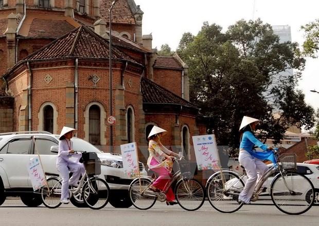[Galeria] Miles de estudiantes desfilan con Ao Dai en Ciudad Ho Chi Minh hinh anh 7