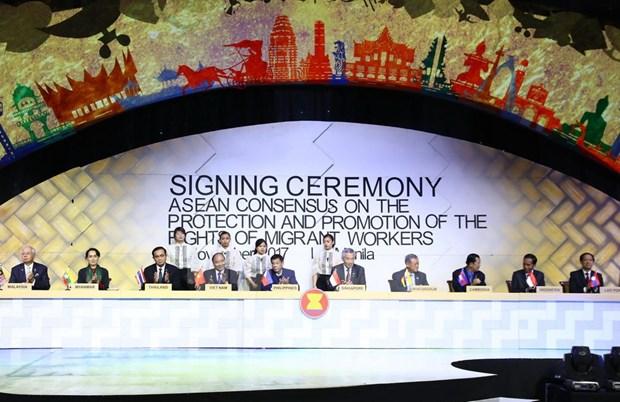 [Fotos] Actividades de premier Xuan Phuc en Manila hinh anh 10