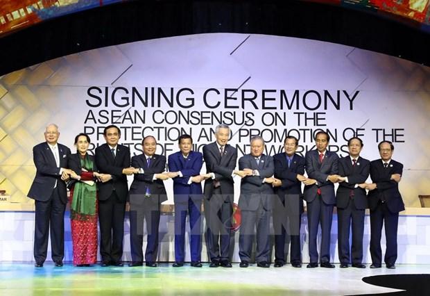[Fotos] Actividades de premier Xuan Phuc en Manila hinh anh 11