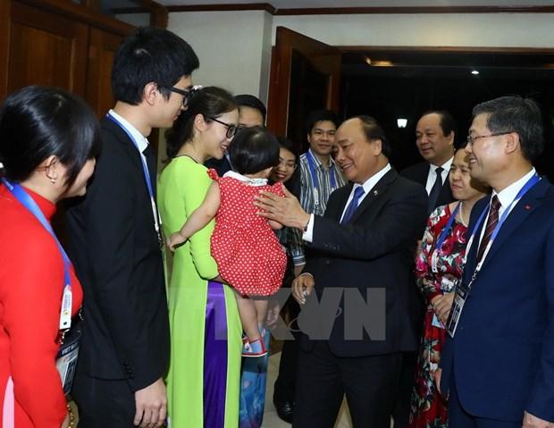 [Fotos] Actividades de premier Xuan Phuc en Manila hinh anh 12