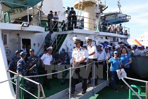 Soldados navales se dirigen hacia el archipielago de Truong Sa hinh anh 2