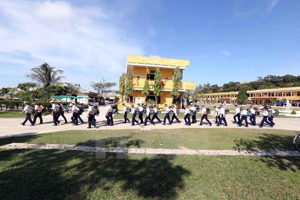 Soldados navales se dirigen hacia el archipielago de Truong Sa hinh anh 3
