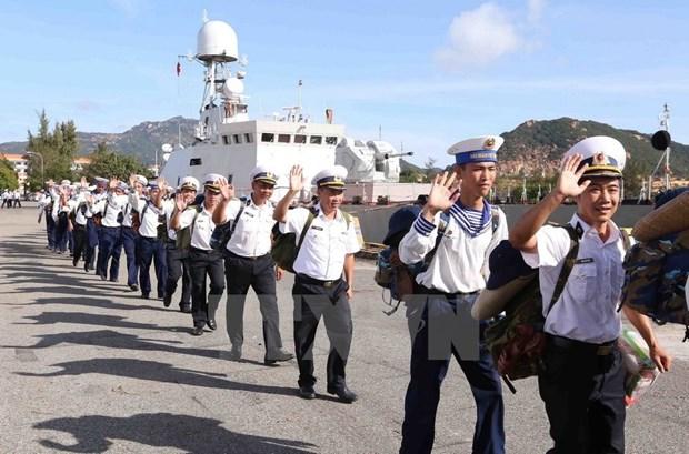 Soldados navales se dirigen hacia el archipielago de Truong Sa hinh anh 4