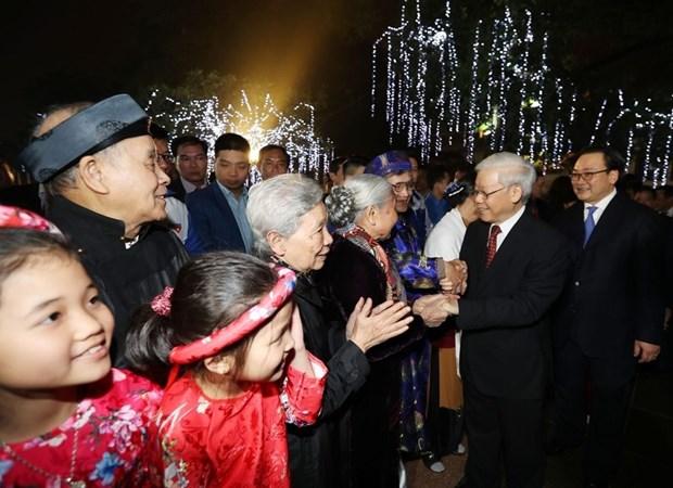 Secretario general del PCV da bienvenida al Tet con residentes de Hanoi hinh anh 1