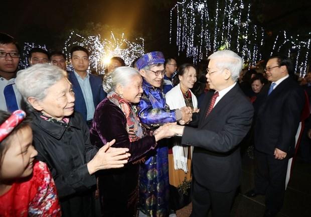 Secretario general del PCV da bienvenida al Tet con residentes de Hanoi hinh anh 2