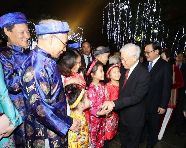Secretario general del PCV da bienvenida al Tet con residentes de Hanoi hinh anh 3