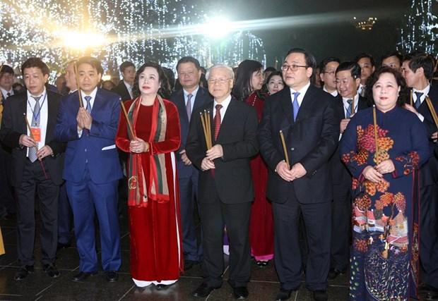 Secretario general del PCV da bienvenida al Tet con residentes de Hanoi hinh anh 5