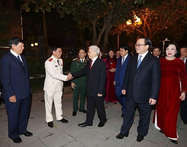 Secretario general del PCV da bienvenida al Tet con residentes de Hanoi hinh anh 7