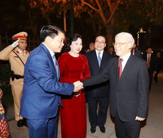 Secretario general del PCV da bienvenida al Tet con residentes de Hanoi hinh anh 8