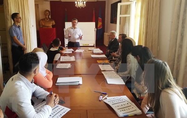 Abren clase del idioma vietnamita en Argelia hinh anh 1