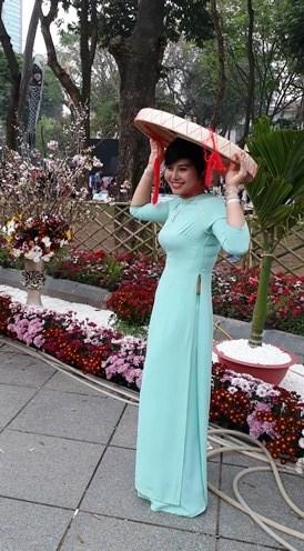 Ao dai: vietnamitas siguen la moda pero mantienen las raices hinh anh 9
