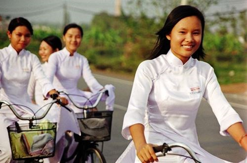 Ao dai: vietnamitas siguen la moda pero mantienen las raices hinh anh 7