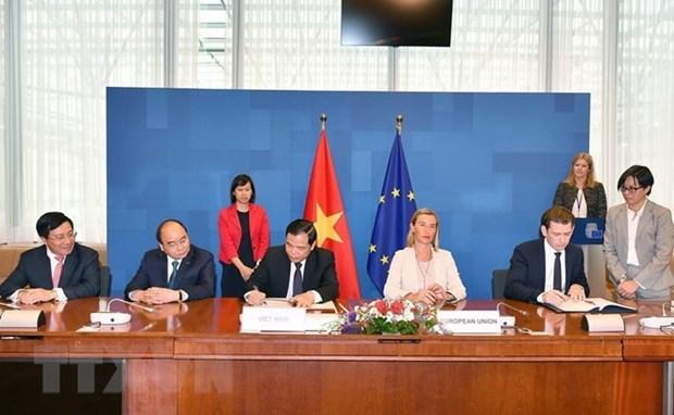 Vietnam y Union Europea suscriben acuerdo voluntario de asociacion para evitar tala ilegal hinh anh 1