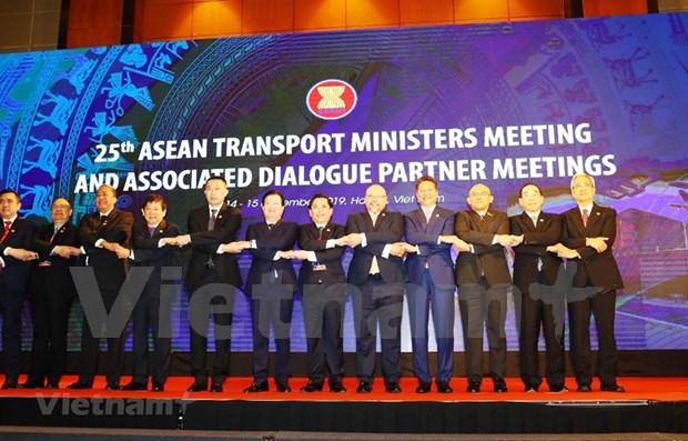 Vietnam se esfuerza por promover la conexion de transporte en la ASEAN hinh anh 1