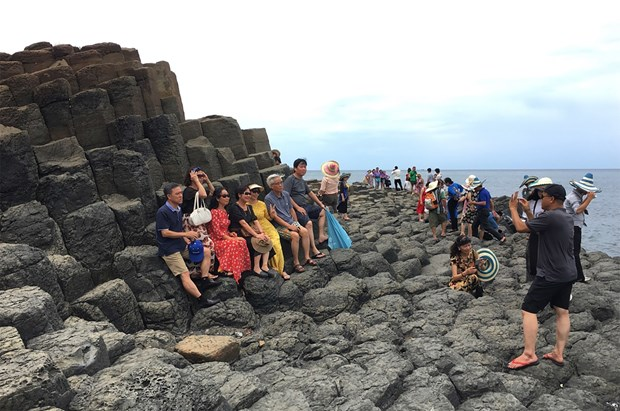 Recupera turismo interno en Vietnam tras COVID-19 gracias al sector aereo hinh anh 1