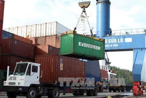 Vietnam fija meta de mejorar competitividad de servicios logisticos hinh anh 1