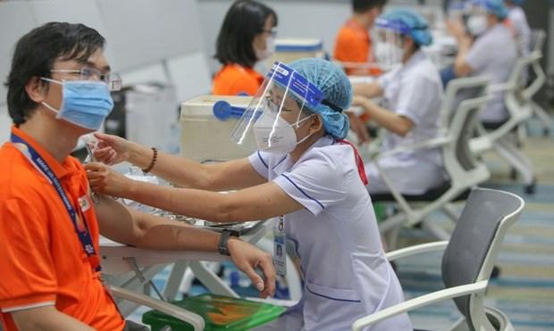 Amplia Vietnam mayor campana de vacunacion para frenar COVID-19 hinh anh 1