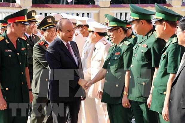 Premier vietnamita extiende mejores deseos a fuerzas armadas en ciudad de Da Nang por el Tet 2019 hinh anh 1