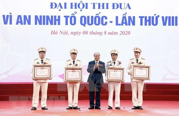 Premier de Vietnam llama a agilizar movimientos por seguridad de la Patria hinh anh 1