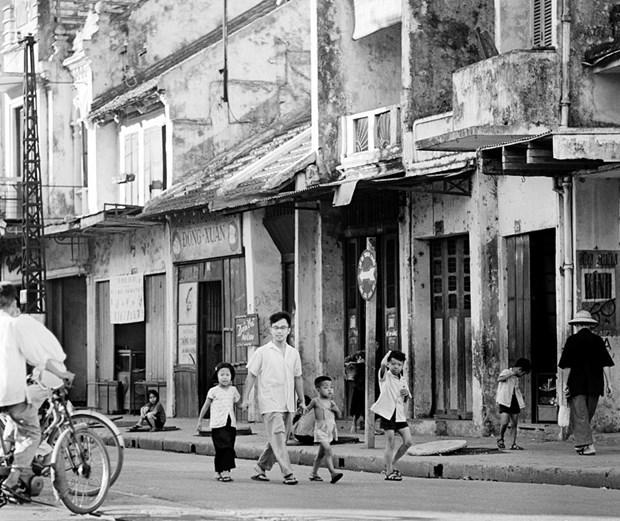 Exposicion de fotografo aleman brinda al publico vision sobre Hanoi en epoca antigua hinh anh 4