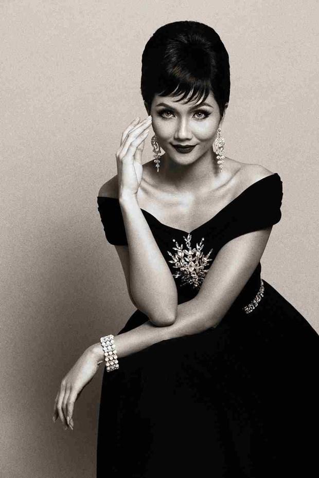 [Fotos] Miss vietnamita H'Hen Nie gano titulo de Belleza Intemporal 2018 hinh anh 5