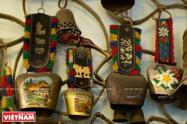 [Fotos] Bui Duc Tam, coleccionista de campanas en Ciudad Ho Chi Minh hinh anh 14