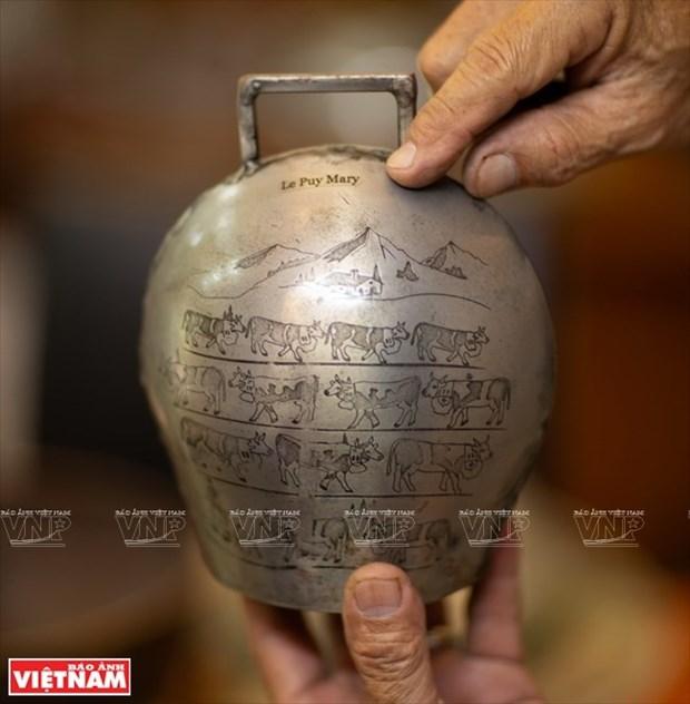[Fotos] Bui Duc Tam, coleccionista de campanas en Ciudad Ho Chi Minh hinh anh 21