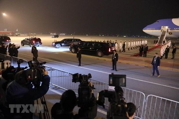 [Fotos] Presidente de Estados Unidos, Donald Trump, llega al hotel Marriott JW, en Hanoi hinh anh 2