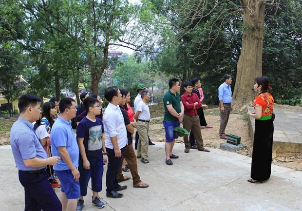 [Fotos] Antiguo campo de batalla de Dien Bien Phu atrae a turistas hinh anh 1