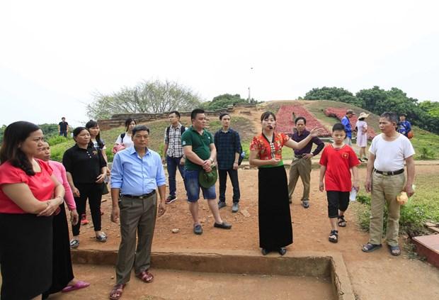 [Fotos] Antiguo campo de batalla de Dien Bien Phu atrae a turistas hinh anh 3
