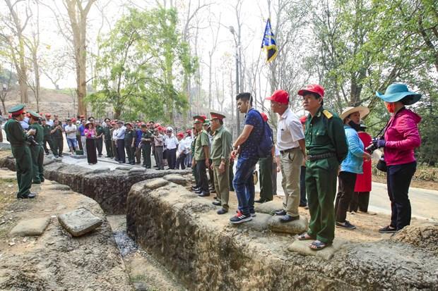 [Fotos] Antiguo campo de batalla de Dien Bien Phu atrae a turistas hinh anh 5