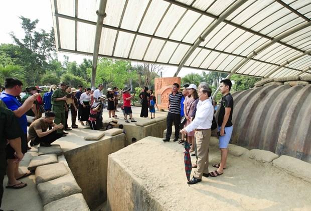 [Fotos] Antiguo campo de batalla de Dien Bien Phu atrae a turistas hinh anh 6