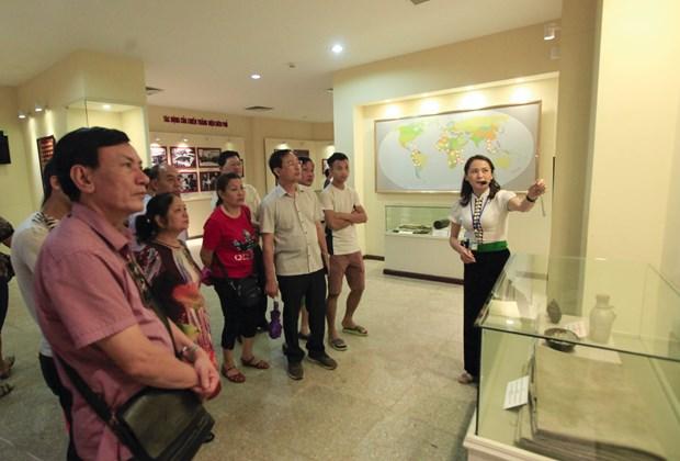 [Fotos] Antiguo campo de batalla de Dien Bien Phu atrae a turistas hinh anh 7