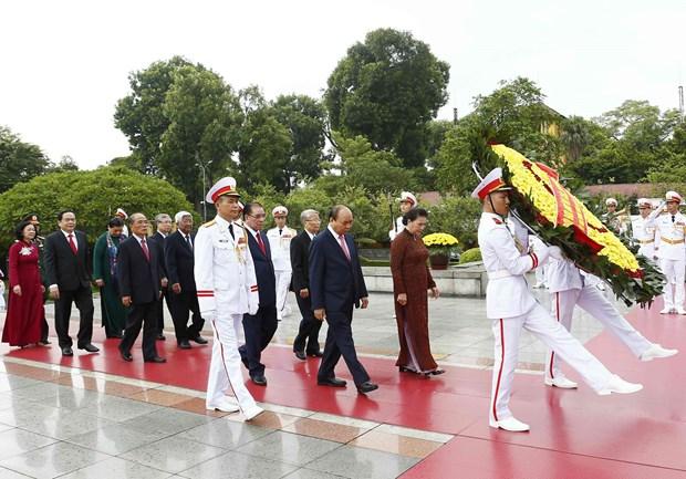 [Foto] Rinden homenajes postumos al Presidente Ho Chi Minh y los martires en Dia Nacional hinh anh 1