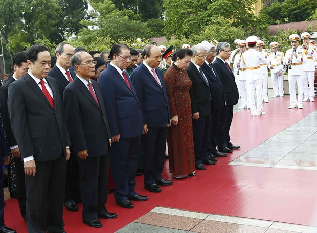 [Foto] Rinden homenajes postumos al Presidente Ho Chi Minh y los martires en Dia Nacional hinh anh 2