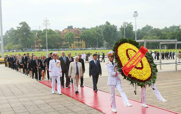 [Foto] Rinden homenajes postumos al Presidente Ho Chi Minh y los martires en Dia Nacional hinh anh 3