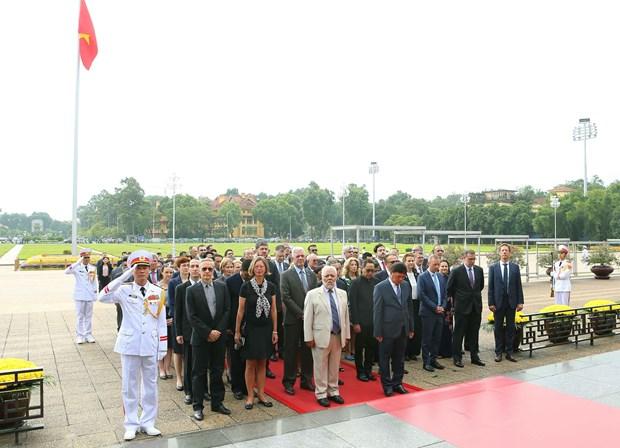 [Foto] Rinden homenajes postumos al Presidente Ho Chi Minh y los martires en Dia Nacional hinh anh 4