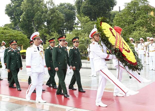 [Foto] Rinden homenajes postumos al Presidente Ho Chi Minh y los martires en Dia Nacional hinh anh 5