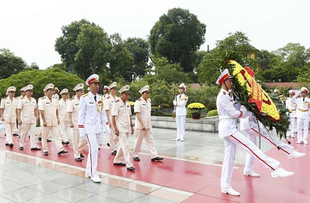 [Foto] Rinden homenajes postumos al Presidente Ho Chi Minh y los martires en Dia Nacional hinh anh 7