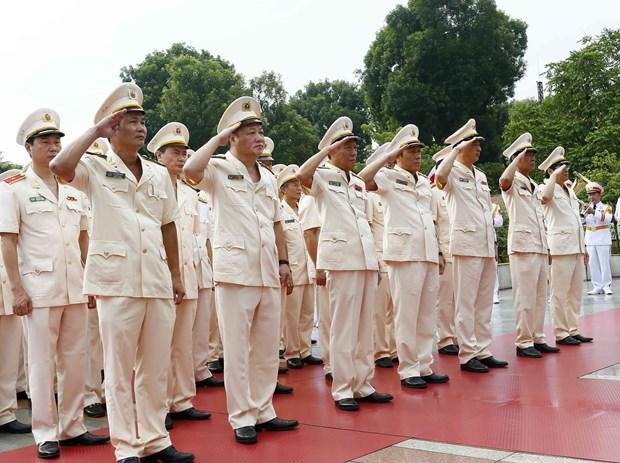 [Foto] Rinden homenajes postumos al Presidente Ho Chi Minh y los martires en Dia Nacional hinh anh 8