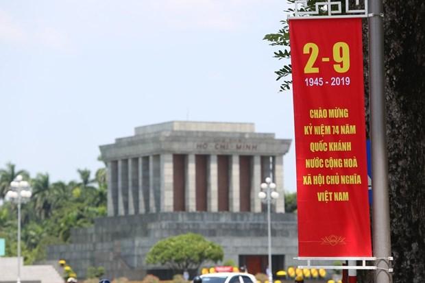 [Foto] Hanoi se viste de fiesta en Dia de la Independencia hinh anh 1