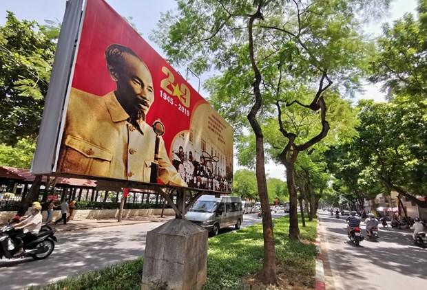 [Foto] Hanoi se viste de fiesta en Dia de la Independencia hinh anh 3