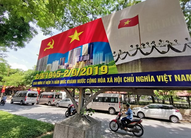 [Foto] Hanoi se viste de fiesta en Dia de la Independencia hinh anh 4
