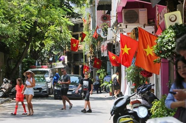 [Foto] Hanoi se viste de fiesta en Dia de la Independencia hinh anh 7