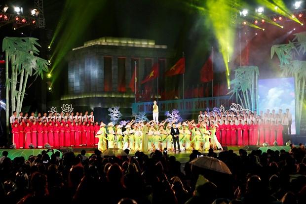 [Foto] Presentaciones artisticas en 50 aniversario del cumplimiento del Testamento del Presidente Ho Chi Minh hinh anh 7