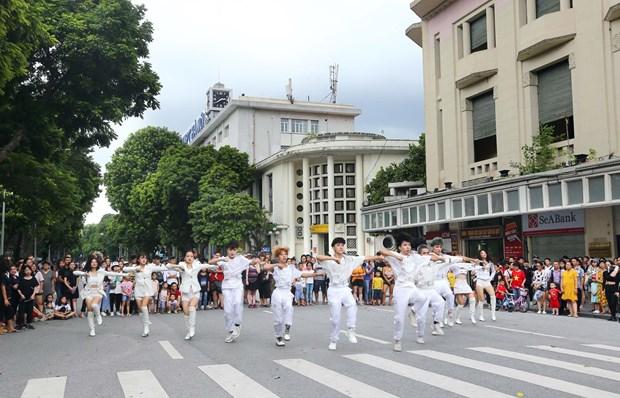 [Foto] Las calles peatonales en el casco antiguo de Hanoi en la Fiesta Nacional hinh anh 8
