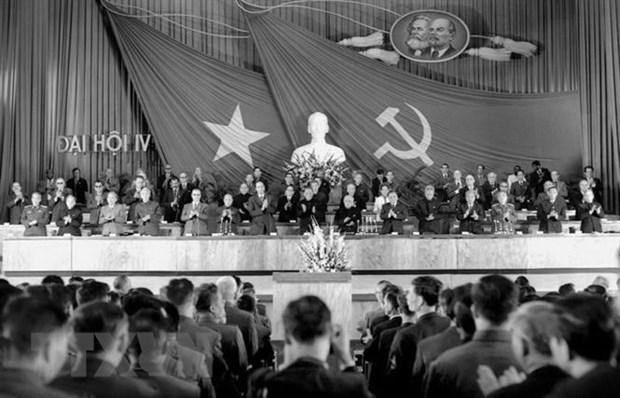 [Foto] Tras la guerra, Vietnam supero las dificultades para la reconstruccion nacional bajo la direccion del Partido Comunista hinh anh 1