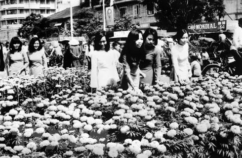 [Foto] Tras la guerra, Vietnam supero las dificultades para la reconstruccion nacional bajo la direccion del Partido Comunista hinh anh 14