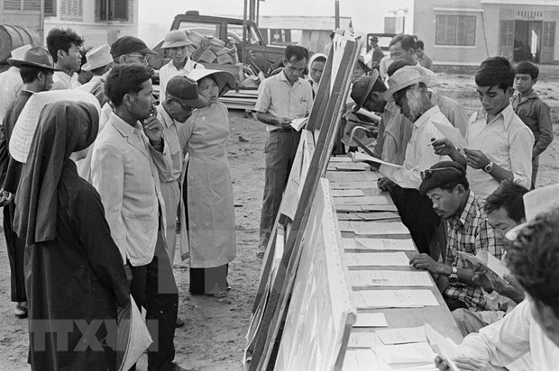 [Foto] Tras la guerra, Vietnam supero las dificultades para la reconstruccion nacional bajo la direccion del Partido Comunista hinh anh 6